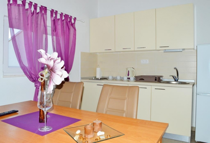 Apartement with swimming pool PURPLE: