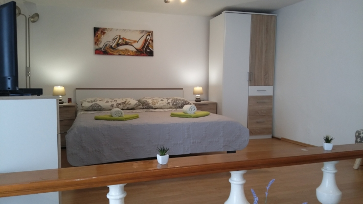 Apartment Toni 2.0 NEW,in center of Jezera, Island Murter